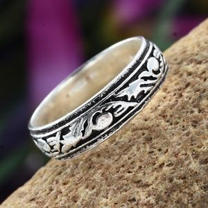 Artisan Crafted Sterling Silver Band Ring (Size 8.
